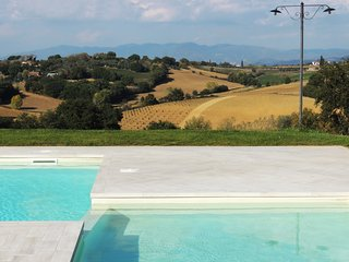 BORGO delle SPIGHE: farmhouse suitable for 14 people, wonderful panoramic pool