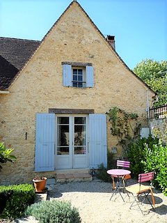 Charming house for upto 8 guests with heated pool