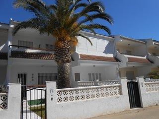 Ref 173.- Amplia casa cerca de la playa y con wifi, parking, piscinas, jardín.