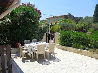 2 bedroom Apartment in La Madrague, Provence-Alpes-Côte d'Azur, France : ref 551