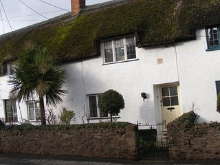 Unique, cosy holiday thatched cottage, over 400 years old, Grade II listed.