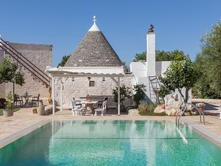 Authentic trullo house - private pool - privacy - concierge - watch drone video