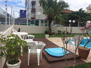 Linda casa de esquina com piscina