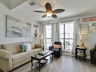 2 Bedroom/ 1 1/2 Bathroom ~ Relax this spring at Horizon South~ BOOK NOW!