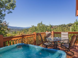 Oct 2-4 Open~ Luxury Cabin, 3 KG Masters, Amazing Mtn View, Pools, Slps 10