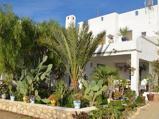 Casa con jardin y vista al mar