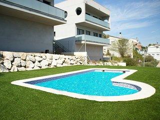 Casa de diseno en Calafell con piscina privada!