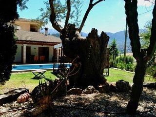 Lenas Ferienvilla mit Pool und Garten in ruhiger Lage