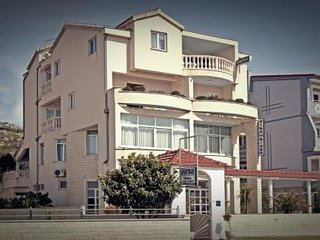 Nice apt with sea view & terrace