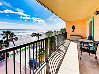 Maravilla 2BR/2BA w/ 180-Degree Gulf Views, Private Balcony, & Resort Pool