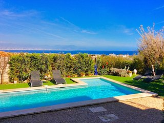Antibes Petit Chateau with pool and sea views