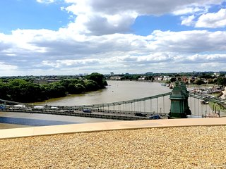 London - Hammersmith Bridge Views - Modern 2B-2B sleeps 4