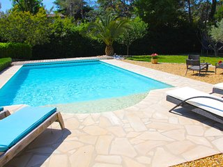 Roquefort les Pins - Family villa with pool sleeps 8