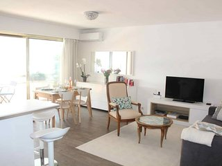 Antibes Modern Sunny 2 Bedroom - Walk To The Beach