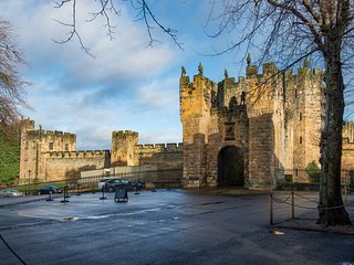Castle Retreat, central Alnwick Grade II listed apartment Visit England 4* Gold
