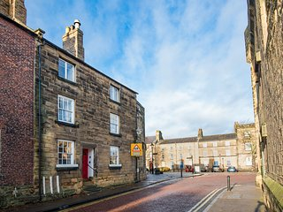 Barbican View, central Alnwick Grade II listed apartment, Visit England 4* Gold
