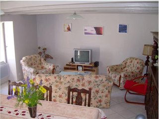 House w/ garden- 3km from the beach