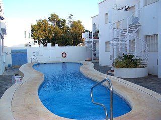 Amazing apt with pool access & Wifi