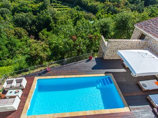 Villa with pool and amazing views