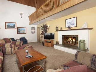 Private Home Perfect For Families! Beautiful Mountain Views.  Near Hiking , Shop