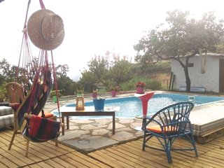 Spacious chalet with swimming-pool