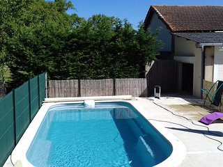 House in Courrensan w/ private pool