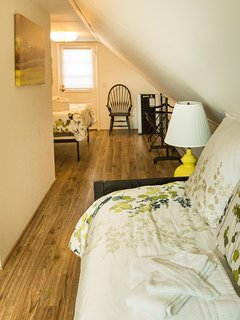 Upstairs daybed (sleeps 1) and queen bed (sleeps 2). ©2017