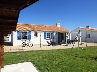 House - 8 km from the beach