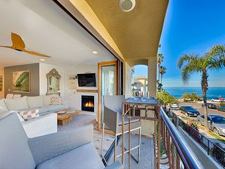 Stunning Condo on Windansea Beach- Modern and Luxurious, Steps to the Sand!