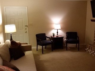 Elegant 1st floor Condo 10 mins from UK stadium