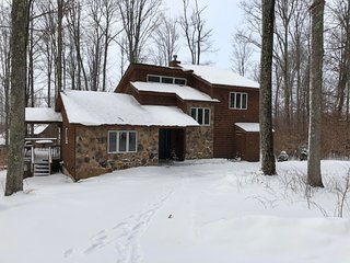 Perfectly Located Quality 3 bedroom, Walk to Ski Slopes, Trails, Horses, Tennis