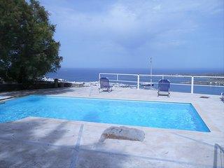 2-bedroom villa with pool, sea view