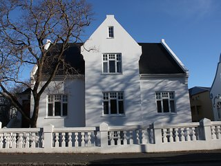 Reykjavik's no. 1 Down Town Villa - Grand old house with 6 bedrooms and a soul ❤