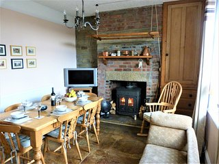 *Wisteria Cottage* Haworth, Yorkshire, Character cottage, Outstanding views