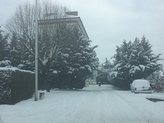 Appartement cosy a 1km de Geneve balcon vue sur les montagnes