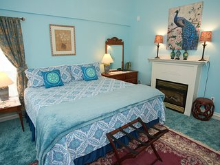 Sutton House BnB - 2nd Floor - Teal Orchid Suite (Room 7)
