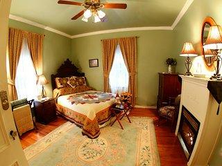 Sutton House BnB - 2nd Floor - Green Garden Room (Room 6)