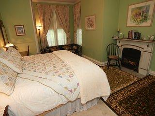 Sutton House BnB - 1st Floor - White Lotus (Room 8)