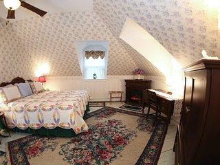 Sutton House BnB - 3rd Floor - Blue Hyacinth Suite (Room 1)