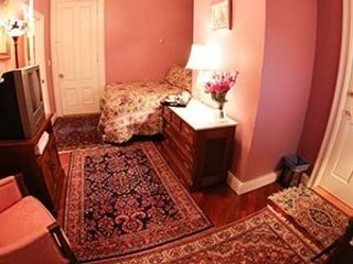 Sutton House BnB - 2nd Floor - Pink Rose Room Annex (Room 5)