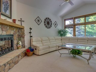 Spacious single-level home close to Dalton Ranch Golf Course