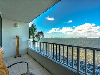 Isla Key Condo 214, 2 Bedroom, Bay View, Pool Access, Hot Tub, Sleeps 6 - Condo