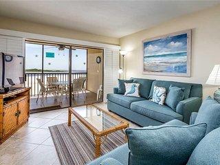 Carlos Pointe 422, 2 Bedrooms, Gulf Front, Elevator, Heated Pool, Sleeps 6 - Con