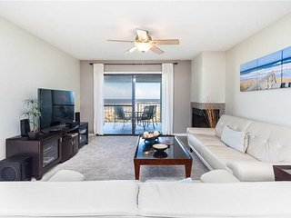 Island South 11, 2 Bedrooms, Ocean Front, Penthouse, Pool, WiFi, Sleeps 4 - Cond