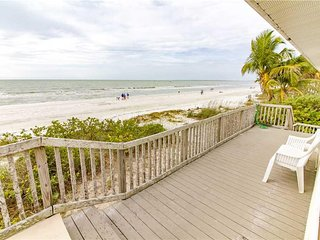Estero Beach House, 3 Bedrooms, Gulf Front, WiFi, Sleeps 10 - House