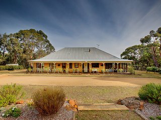TOUCHDOWNS MAGNIFICENT 4 BEDROOM HOUSE 90 MIN FROM SYDNEY on 18 pristine acres