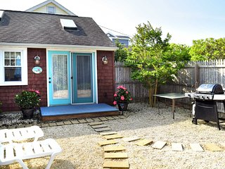 Charming Surf City Cottage - Steps to Beach & Bay!