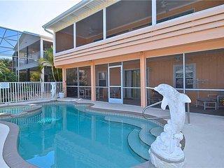 Primo Pool Home Lower, 2 Bedrooms, Pool, Sleeps 6 - House