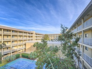 'Sandy Feet Retreat' 2BR Hilton Head Resort Condo
