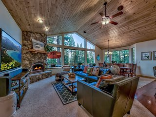 Private 4BR South Lake Tahoe Home w/Hot Tub & Deck